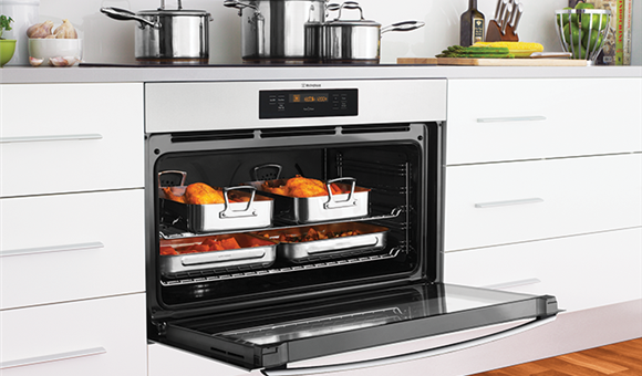 Room for everything with FamilySize Ovens