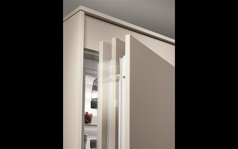 AEG 276L built-in bottom mount refrigerator SCN81800C0