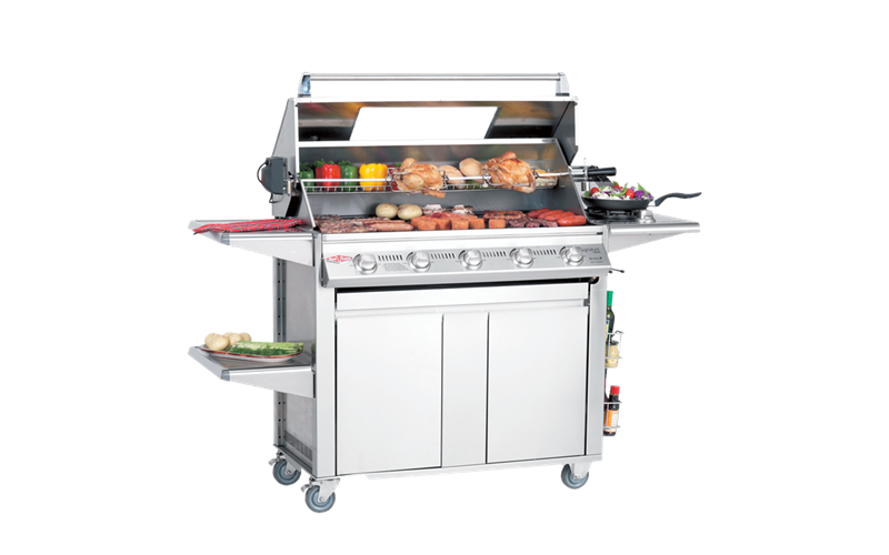BS19650_Signature_Plus_5_burner_open-hood-and-food.png